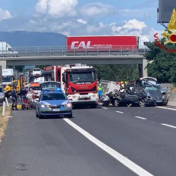 Incidente mortale sulla A1 Arezzo: arrestato il papà dei due bimbi morti