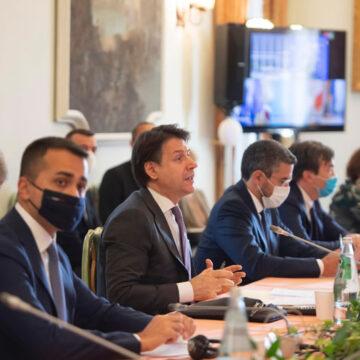 """Vincenzo De Luca: """"Stati generali economia, pregiudiziale sciogliere nodi su anno scolastico"""""""