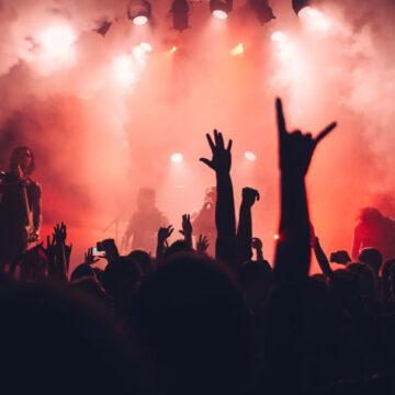 Nuova stretta del governo sulle attività di intrattenimento: discoteche chiuse e mascherine obbligatorie