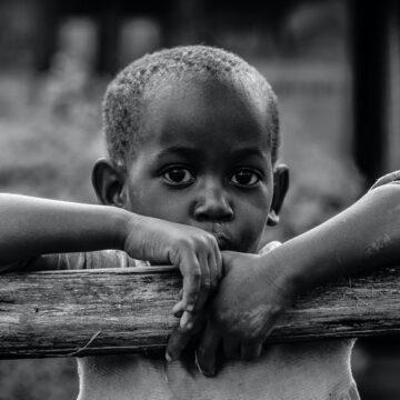 Povertà nel mondo: Un bambino su sei vive in condizioni di estrema povertà e la pandemia aggraverà la situazione generale