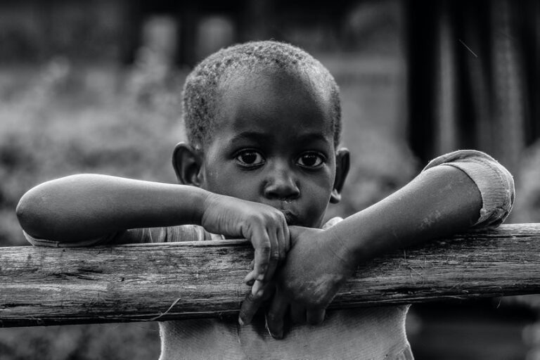 Unicef, 385 milioni di bambini al mondo vivono in povertà