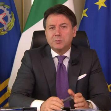 """Giuseppe Conte: """"Stiamo lavorando per evitare il lockdown totale"""""""