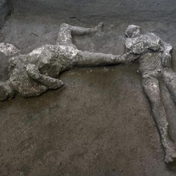 Pompei: eccezionale ritrovamento di due corpi integri durante uno scavo