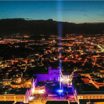 L'Aquila: 12 anni fa il terremoto. Un fascio di luci blu per ricordare le 309 vittime