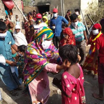 India: aumenta il numero di bambini orfani a causa del covid-19 e  sono esposti al rischio di abusi e traffico di minori