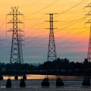 California: il costo dell'energia elettrica sale vertiginosamente ma è a rischio la tenuta del sistema elettrico