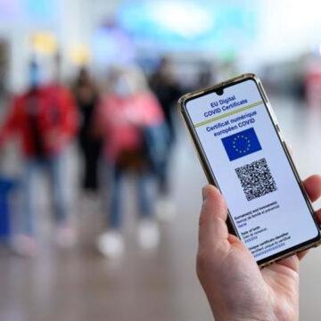 La Francia introduce il pass sanitario Covid-19 per accedere ai luoghi culturali