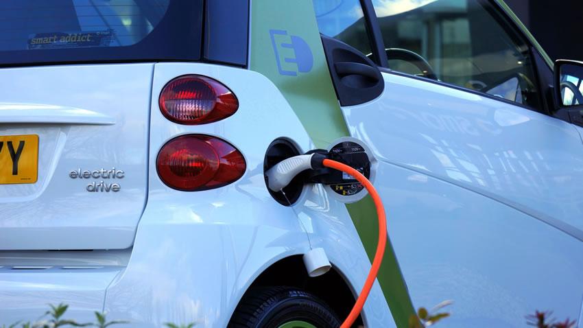 Auto elettriche: secondo un sondagggio la Svizzera dice NO